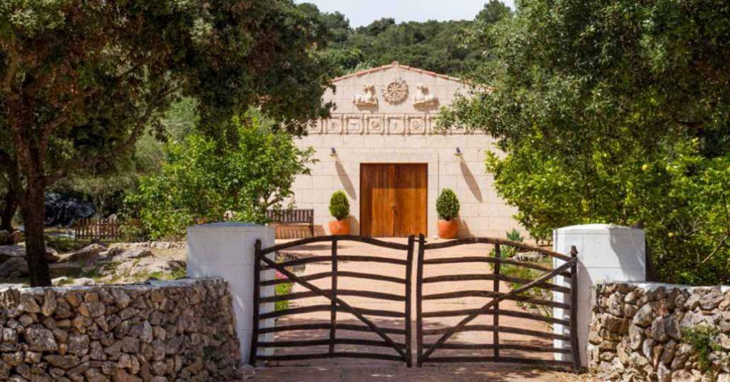 Fachada templo IKRC Menorca