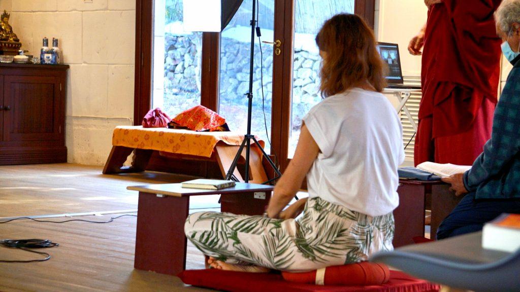 medita en el templo del IKRC Menorca